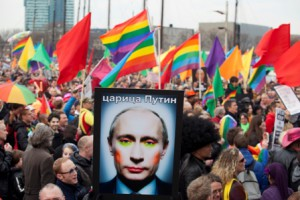 Russia-detains-gay-activists-at-kissing-protest 2013